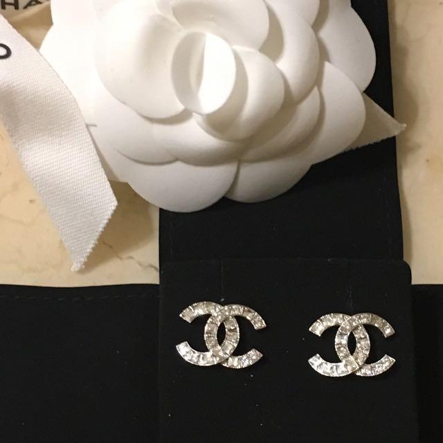 Chanel經典款水鑽雙C耳環(全新正品)