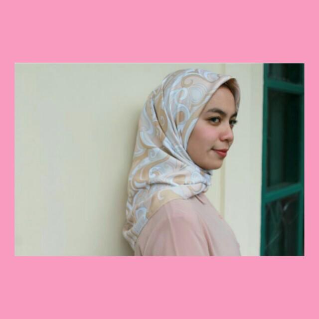 Hijab square maxmara