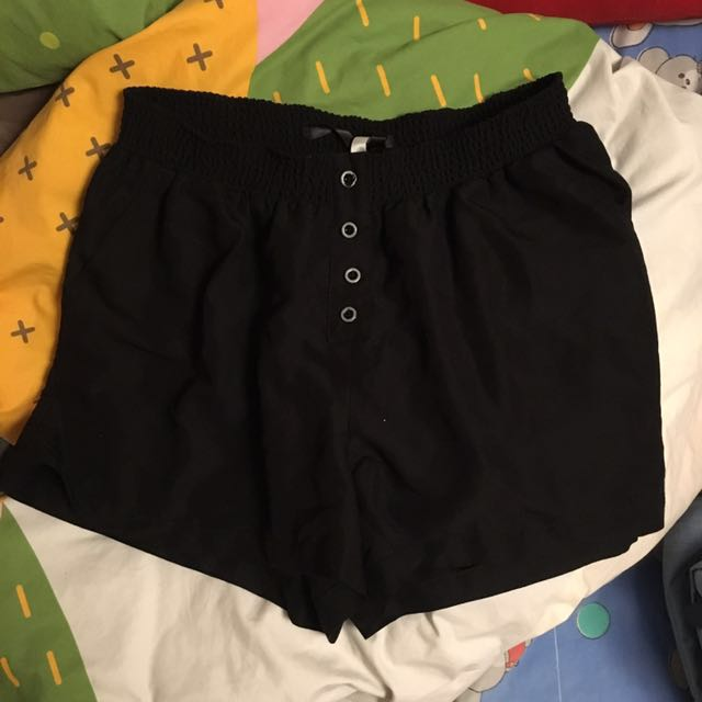 KENSIE BLACK SHORTS SIZE S SMALL