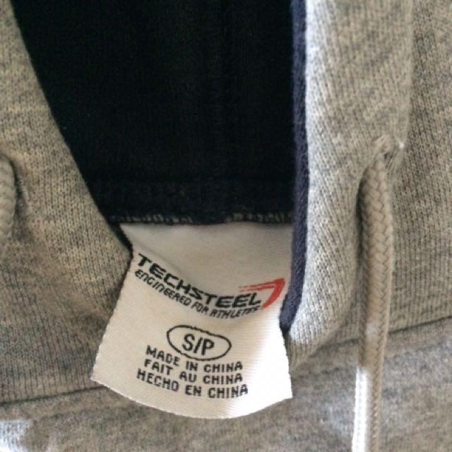 QUEEN'S sweatshirt