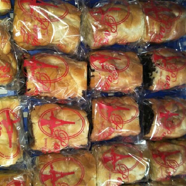 Roti Roll Isi Coklat, Keju, Abon
