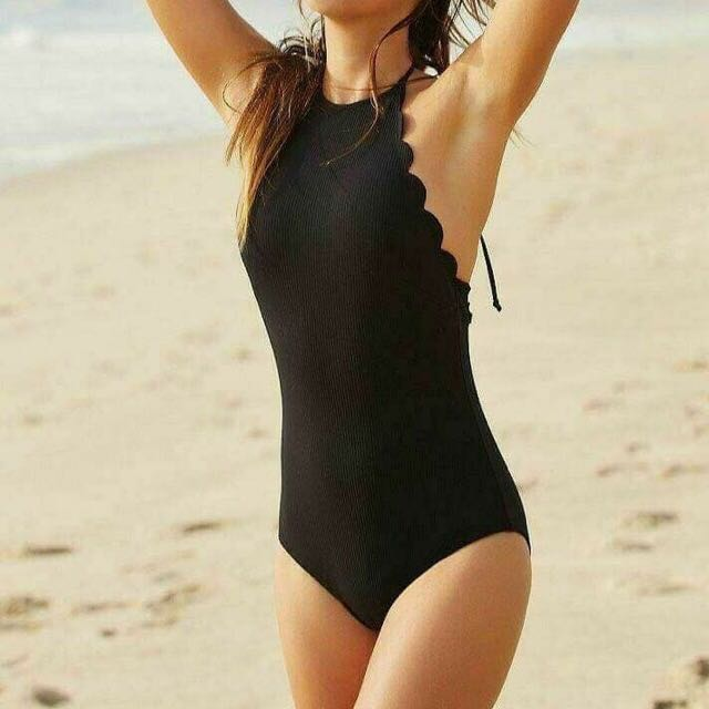 Scallop one piece