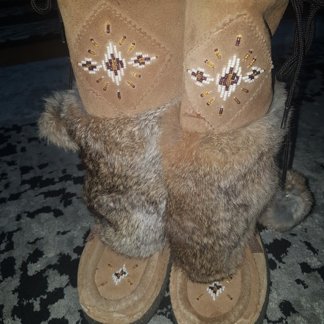 Size 6/7 moccasin boots