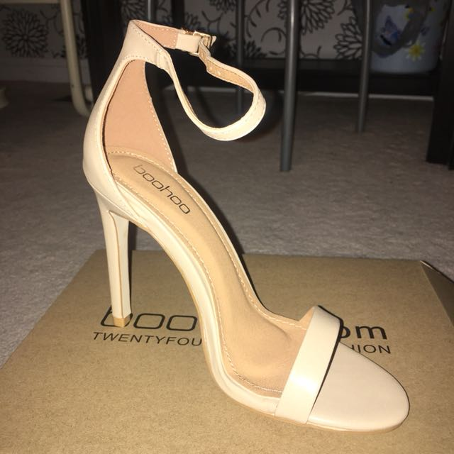 Size 6 Boohoo nude heels