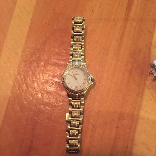 Vintage gold Gucci watch