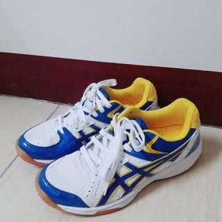 亞瑟士排球鞋 24.5 原價1680 賣950 只穿出門一次九成新