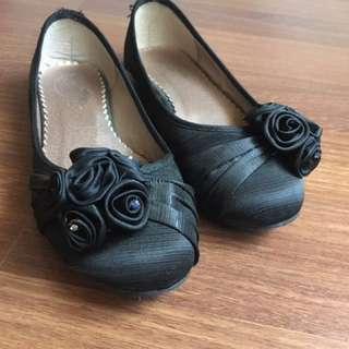 Black flower patterned flats
