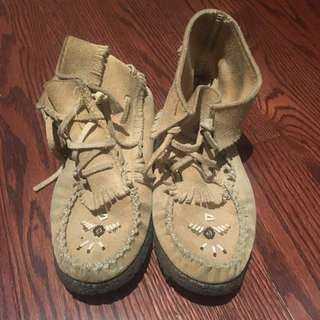 Authentic moccasin's size 6