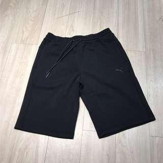 Puma黑短褲 M
