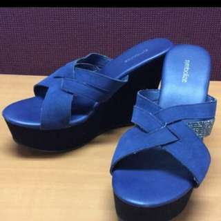 Blue Black Shoes Merk Symbolize