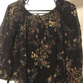 Aritzia Talence blouse in XS 10/10 condition