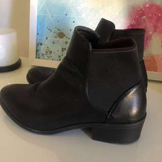 LIPSTIK Black Ankle Boots Size 8