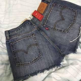 LEVI Wedgie Shorts Size 29