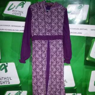 Gamis ungu kapucong