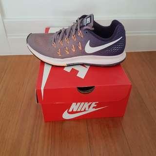 Nike Pegasus 33   US 7.5