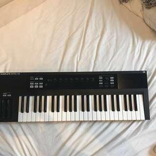 Komplete Kontrol S49 MK1 (SALE until October 25!!) Midi Keyboard
