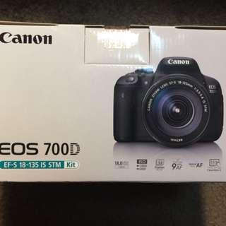 (已售出)可小議[全新品] Canon EOS 700D 18-135mm STM 公司貨 21,80