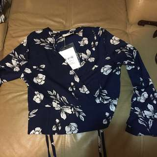 Floral long sleeved crop top (New with tags)