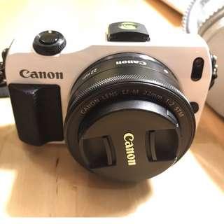 CANON EOS M 雙鏡組(18-55mm + 22mm) + CANON 90ex 閃燈