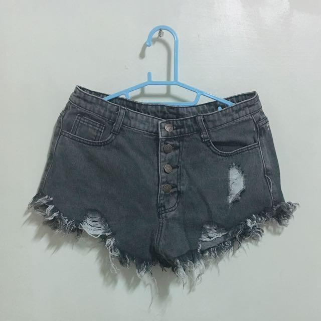 灰色排扣牛仔短褲