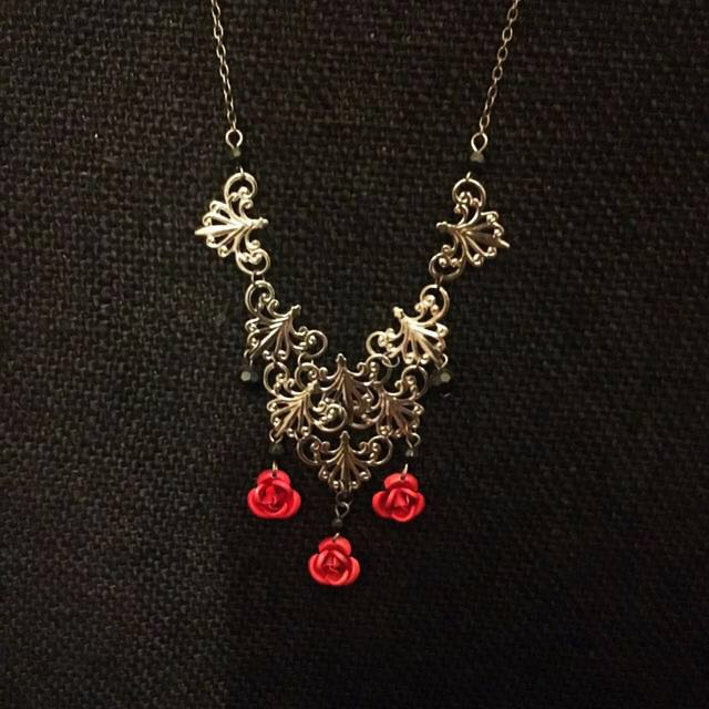🌹 Red roses necklace