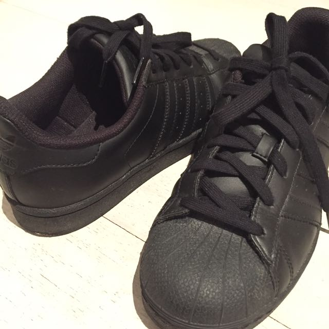 Adidas Originals Superstar shoes in black