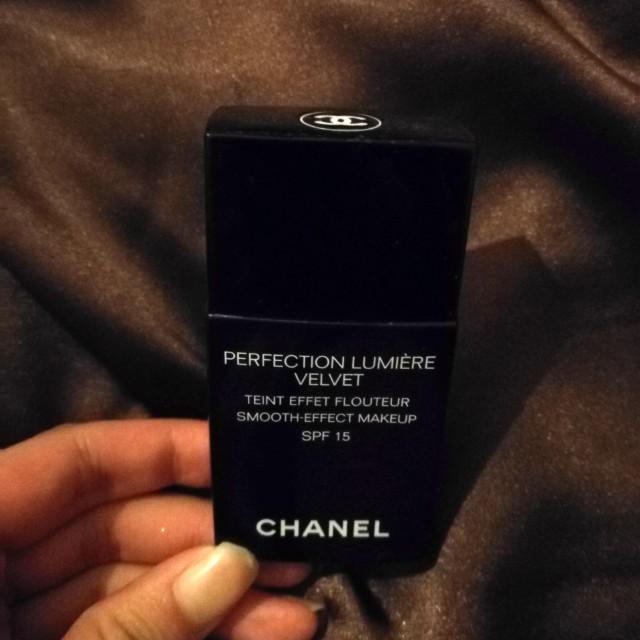 Authentic Chanel foundation velvet lumiere read description