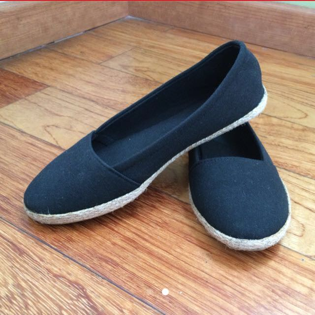 Flat Shoes Hitam