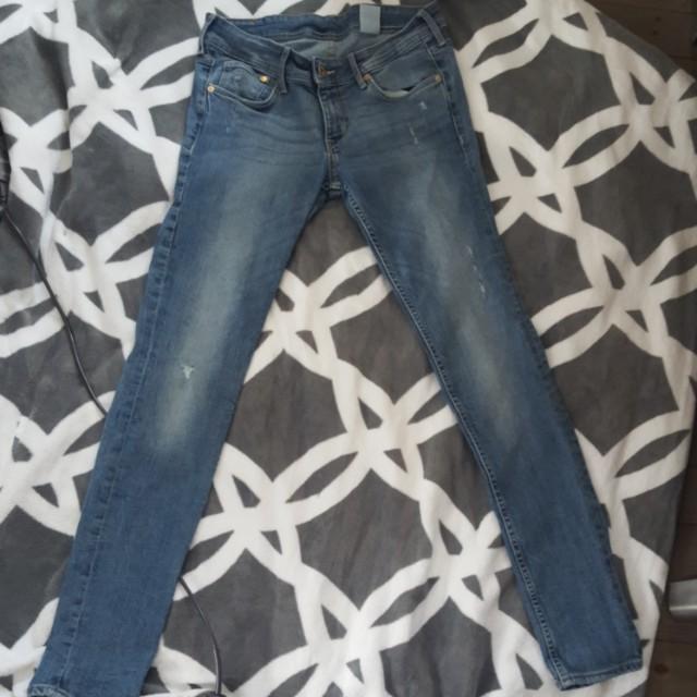 H&M Denim / Jeans ( size 29 waist 32 Length)