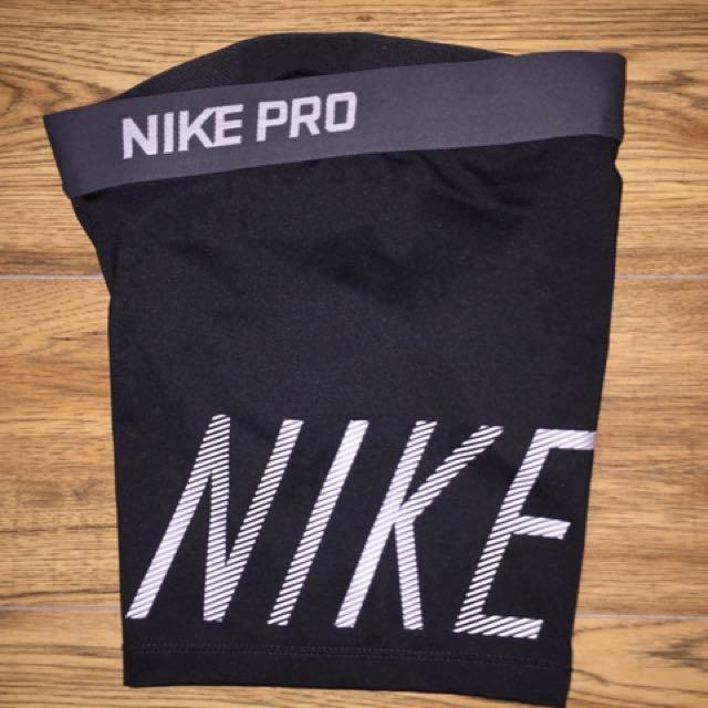 Nike shorts brand new size L