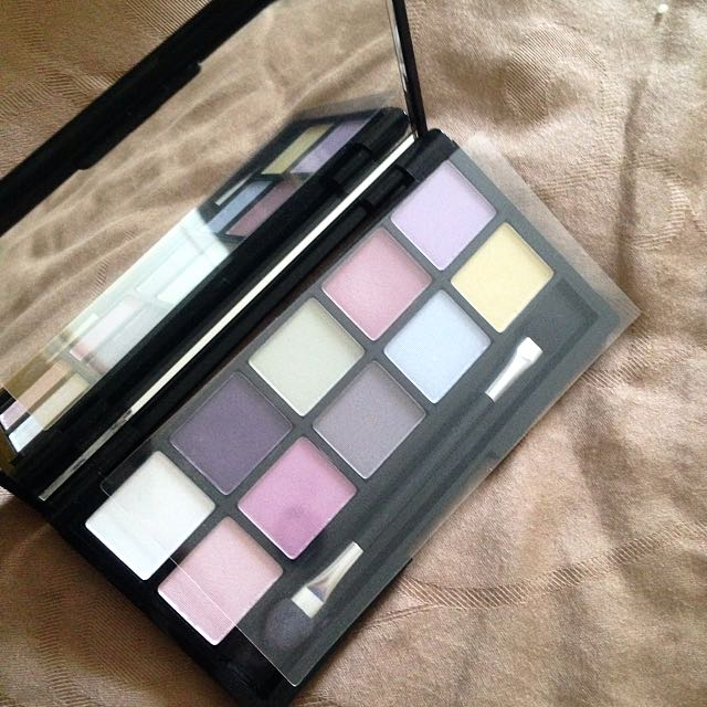 QUO prismatic eye palette
