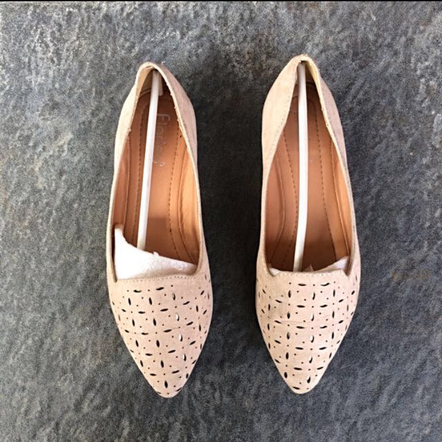 REPRICE Nude Fly Flat Shoes by Fladeo