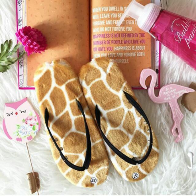 Sandal Jerapah Fur Sandals