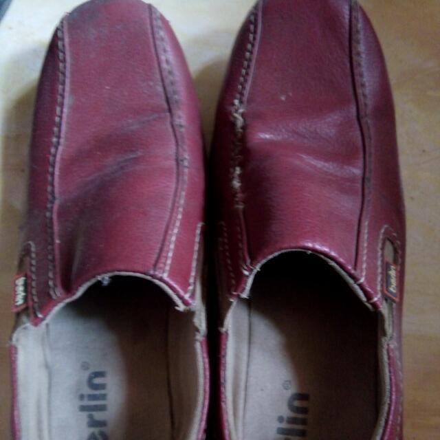Sepatu Maroon Berlin