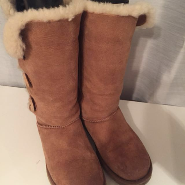 Ugg boots bailey button size 8 women. Very good condition