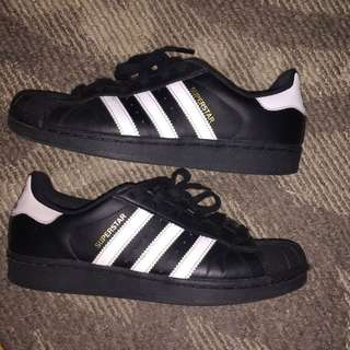 Black adidas superstars size 6.5 Y