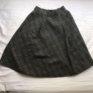 BNWT Plaid knee skirt