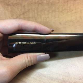 Hourglass stick foundation in Shell