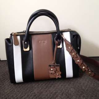 Guess great condition bag
