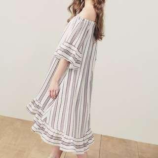 🚚 Pazzo一字領荷葉袖漫步花園洋裝