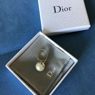 Dior pearl ring (size M) wear only 2 times!!!