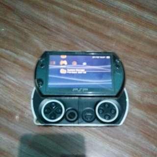 Dijual Cepat!! PSP GO sony 16gb (second)+casing back+unbreaking glass front+kardus masih lengkap