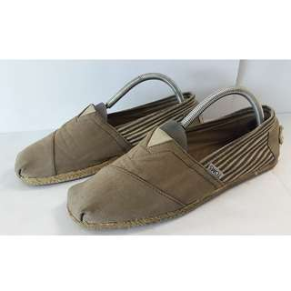 TOMS BROWN SHOE (SIZE 8)