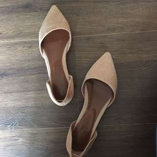 卯釘裸色尖頭平底鞋