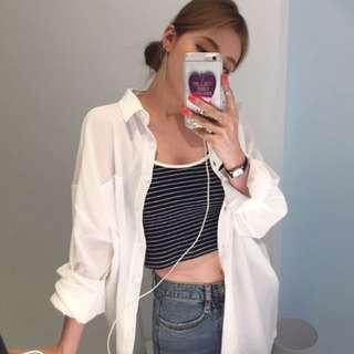 白襯衫+短版細肩條紋背心