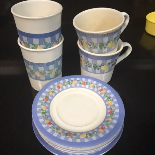 6pc saucers, 2 Glasses and 2 cups melamine ware