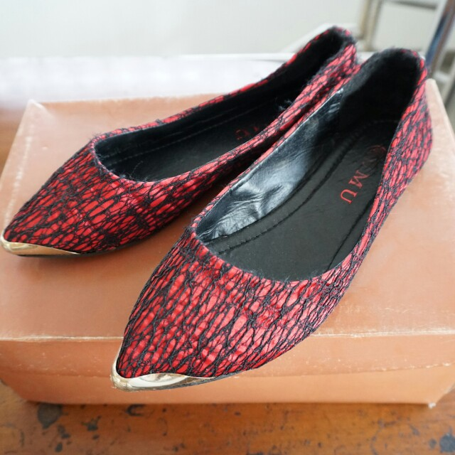 Flat shoes pointy