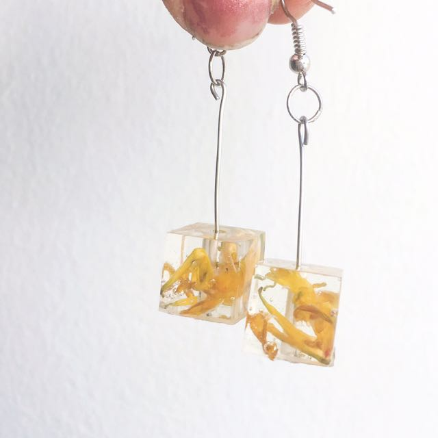 Flower earrings, resin earrings, unique earings