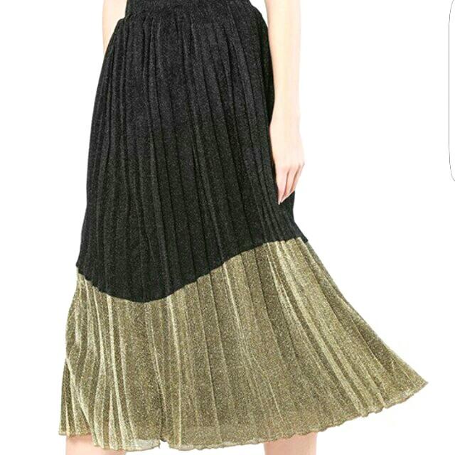 a7d116074422 FVBASICS Fiona pleated skirt in black and gold