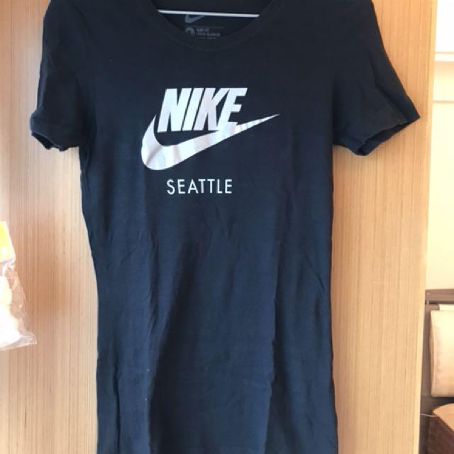 Nike 黑色短袖